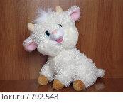 Барашек мягкая игрушка (2009 год). Редакционное фото, фотограф Егоров Алексей / Фотобанк Лори