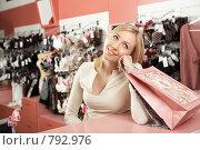 Купить «Девушка за покупками», фото № 792976, снято 2 октября 2008 г. (c) Raev Denis / Фотобанк Лори