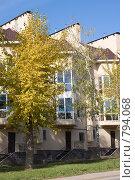 Купить «Таунхаус в Уфе», фото № 794068, снято 2 октября 2008 г. (c) Михаил Валеев / Фотобанк Лори
