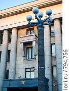 Купить «Фонарный столб на фоне дома,  Минск», фото № 794756, снято 8 декабря 2008 г. (c) Николай Коржов / Фотобанк Лори
