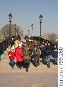 Купить «Школьники с учителем на прогулке», фото № 799260, снято 9 апреля 2009 г. (c) Галина Бурцева / Фотобанк Лори