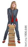 Купить «Красивая школьница с учебниками», фото № 806644, снято 28 марта 2009 г. (c) Анатолий Типляшин / Фотобанк Лори