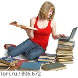 Купить «Ученица с книгами и ноутбуком», фото № 806672, снято 28 марта 2009 г. (c) Анатолий Типляшин / Фотобанк Лори