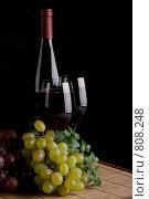 Натюрморт из винограда и красного вина. Стоковое фото, фотограф Мельников Дмитрий / Фотобанк Лори