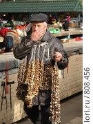 Купить «Продавец грибов», фото № 808456, снято 12 апреля 2009 г. (c) Роман Чабан / Фотобанк Лори