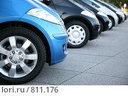 Купить «Малолитражные автомобили на парковке», фото № 811176, снято 14 июля 2019 г. (c) Losevsky Pavel / Фотобанк Лори