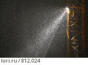 Купить «Снегопад в свете прожектора», фото № 812024, снято 19 ноября 2019 г. (c) Losevsky Pavel / Фотобанк Лори