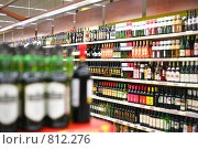 Купить «Полки с вином в магазине», фото № 812276, снято 16 июня 2019 г. (c) Losevsky Pavel / Фотобанк Лори