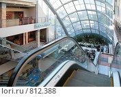 Купить «Эскалатор в супермаркете», фото № 812388, снято 25 марта 2019 г. (c) Losevsky Pavel / Фотобанк Лори