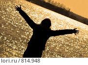 Купить «Девушка радуется теплой погоде», фото № 814948, снято 12 апреля 2009 г. (c) Андрей Лабутин / Фотобанк Лори