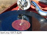 Купить «Патефонная пластинка. Малая глубина резкости.», фото № 817624, снято 3 апреля 2009 г. (c) Александр Тараканов / Фотобанк Лори