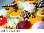 Купить «Пирожные», фото № 828484, снято 25 июня 2006 г. (c) Юлия Сайганова / Фотобанк Лори