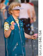 Продавец мыльных пузырей (2006 год). Редакционное фото, фотограф Александр Зайцев / Фотобанк Лори