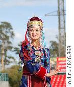 Купить «Женщина в национальном бурятском костюме», фото № 846868, снято 17 сентября 2006 г. (c) Александр Подшивалов / Фотобанк Лори