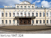 Купить «Фасад Шереметевского дворца. Санкт-петербург», эксклюзивное фото № 847324, снято 21 апреля 2009 г. (c) Александр Щепин / Фотобанк Лори