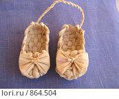 Купить «Плетеные детские туфли», фото № 864504, снято 5 февраля 2009 г. (c) Ольга Шилина / Фотобанк Лори
