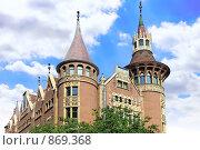 Купить «Дом со Шпилями (Casa Serra). Барселона. Испания.», фото № 869368, снято 28 августа 2008 г. (c) Vitas / Фотобанк Лори