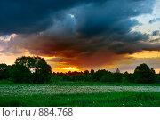 Купить «Закат перед грозой...», фото № 884768, снято 23 мая 2009 г. (c) Виктор Пелих / Фотобанк Лори