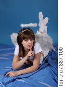 Купить «Девушка в костюме ангела», фото № 887100, снято 3 мая 2009 г. (c) Евгений Батраков / Фотобанк Лори