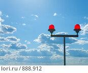 Купить «Сигнальные огни на крыше высотного здания», фото № 888912, снято 26 мая 2009 г. (c) Андрей Лавренов / Фотобанк Лори