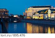 Купить «Вечерний вид на Малый Москворецкий мост, Москва», эксклюзивное фото № 895476, снято 30 мая 2009 г. (c) Давид Мзареулян / Фотобанк Лори