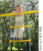 Купить «Мальчик на детской площадке», фото № 901968, снято 31 мая 2009 г. (c) Юлия Подгорная / Фотобанк Лори