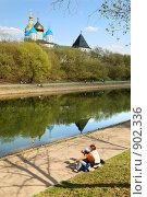 Купить «Пруд у Новоспасского монастыря в Москве», фото № 902336, снято 3 мая 2009 г. (c) Дмитрий Яковлев / Фотобанк Лори