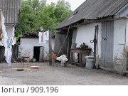 Сельский двор в Курской области. Стоковое фото, фотограф Владимир Цветов / Фотобанк Лори