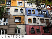 Купить «Австрия. Вена. Фасад дома Хундертвассера», фото № 913616, снято 27 мая 2009 г. (c) Татьяна Лата / Фотобанк Лори