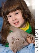 Купить «Маленькая девочка и кот», фото № 917048, снято 10 октября 2008 г. (c) Сергей Галушко / Фотобанк Лори