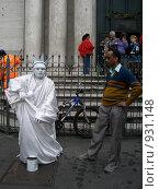 Купить «Живая фигура статуи свободы в центре Рима», фото № 931148, снято 7 ноября 2008 г. (c) Колчева Ольга / Фотобанк Лори