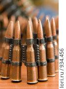 Купить «Пулеметная лента с боевыми патронами», фото № 934456, снято 18 июня 2009 г. (c) Татьяна Белова / Фотобанк Лори