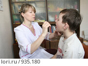 Купить «Врач логопед», фото № 935180, снято 14 мая 2007 г. (c) Николай Гернет / Фотобанк Лори