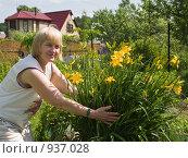 Купить «Женский портрет с цветущим лилейником», фото № 937028, снято 13 июня 2009 г. (c) Николай Коржов / Фотобанк Лори
