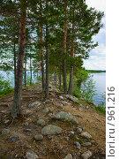 Каменная гряда на озере. Стоковое фото, фотограф Кекяляйнен Андрей / Фотобанк Лори