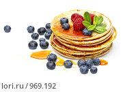 Блины с ягодами и медом. Стоковое фото, фотограф Лисовская Наталья / Фотобанк Лори