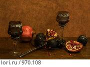 Натюрморт со сливами и гранатами. Стоковое фото, фотограф Голованова Светлана / Фотобанк Лори