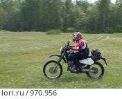 Купить «Мотоциклист в движении», фото № 970956, снято 4 июля 2009 г. (c) Коротеев Сергей / Фотобанк Лори