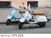 Купить «Два мотороллера», эксклюзивное фото № 975824, снято 12 июля 2009 г. (c) Александр Щепин / Фотобанк Лори