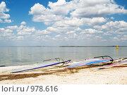 Купить «Доски для серфинга на берегу», фото № 978616, снято 12 июля 2008 г. (c) Сергей Сухоруков / Фотобанк Лори