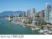 Купить «Плотная застройка даунтауна города Ванкувера», фото № 980620, снято 1 июля 2009 г. (c) Олеся Ефименко / Фотобанк Лори