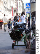 Набор дворника (2009 год). Редакционное фото, фотограф Татьяна Князева / Фотобанк Лори