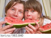 Купить «Семья. Папина долька арбуза вкуснее.», фото № 983840, снято 15 июля 2009 г. (c) Федор Королевский / Фотобанк Лори