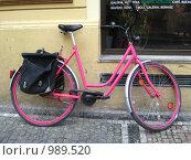 Розовый велосипед (2008 год). Редакционное фото, фотограф Плоходько Денис / Фотобанк Лори