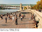 Купить «Латиноамериканские танцы на набережной Москвы-реки в Нескучном саду», фото № 992512, снято 3 мая 2009 г. (c) Дмитрий Яковлев / Фотобанк Лори