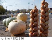 Купить «Продажа овощей на обочине дороги», фото № 992816, снято 4 октября 2008 г. (c) Юрий Синицын / Фотобанк Лори