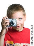 Купить «Мальчик фотографирует компактным фотоаппаратом», фото № 996292, снято 28 июня 2009 г. (c) Юлия Сайганова / Фотобанк Лори
