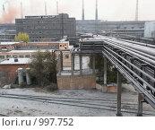 Купить «Галерея трубопроводов завода», фото № 997752, снято 20 октября 2005 г. (c) Кекяляйнен Андрей / Фотобанк Лори