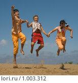Купить «Дети, бегущие по песку», фото № 1003312, снято 17 июля 2009 г. (c) Григорьева Любовь / Фотобанк Лори