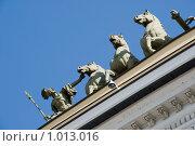 Купить «Колесница Славы на здании Генерального штаба. Санкт-Петербург», эксклюзивное фото № 1013016, снято 17 июля 2009 г. (c) Александр Щепин / Фотобанк Лори